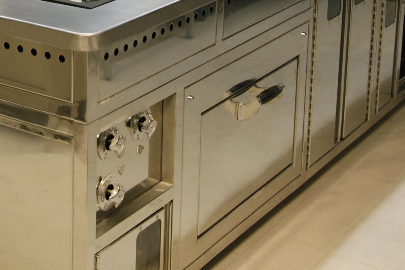 RORGUE est un fabricant d'équipements de cuisson professionnels sur-mesure, piano, fourneaux de qualité